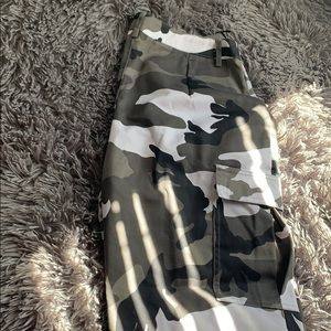 Camouflaged pretty little thing cargo pants